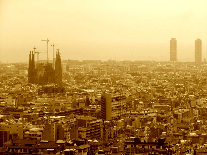 Barcelona — including la Sagrada Familia Church — stretches out below the park