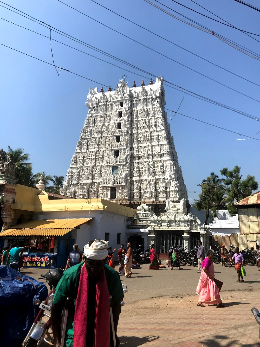 Include Suchindram Temple on a day trip to Kanyakumari