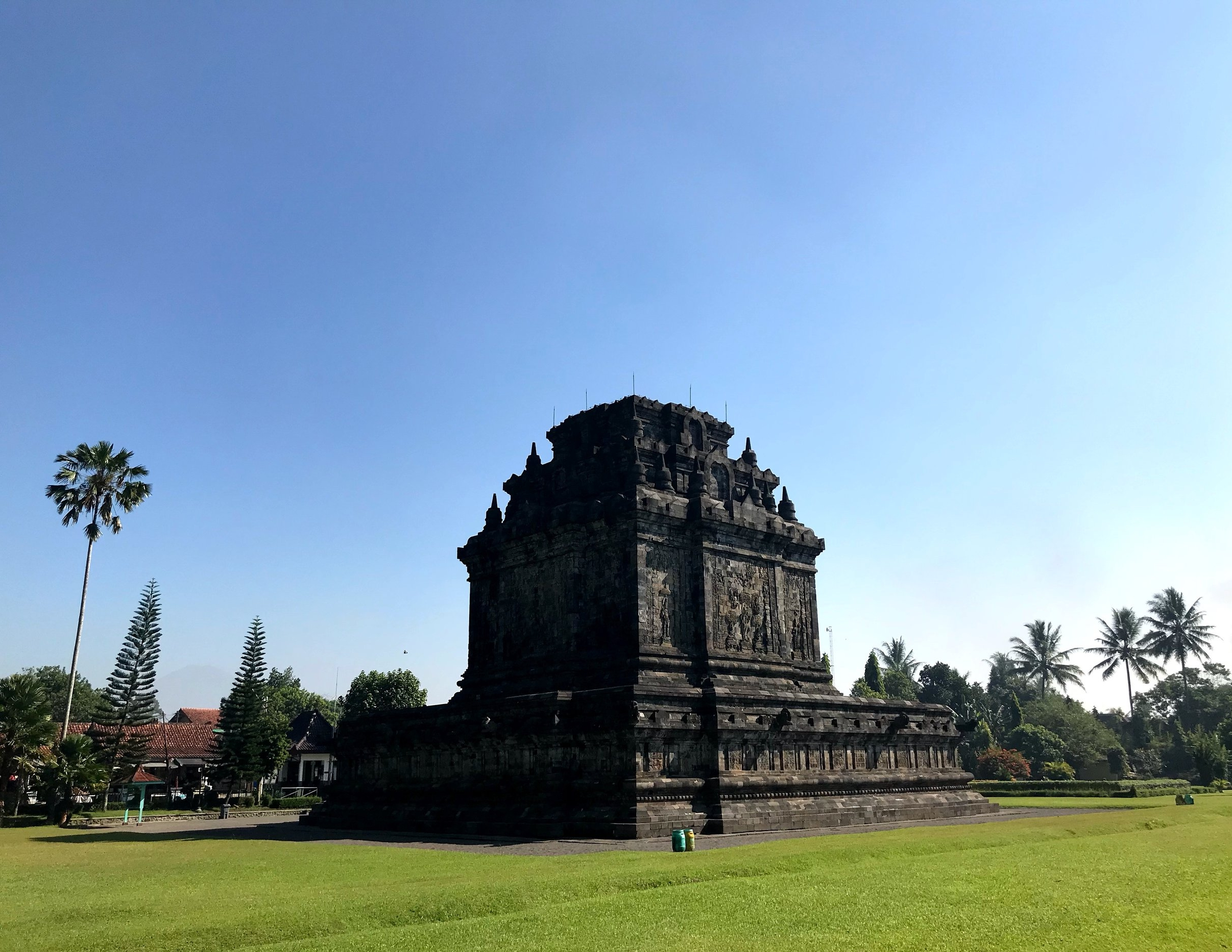 Pair Candi Mendut with a trip to Borobudur