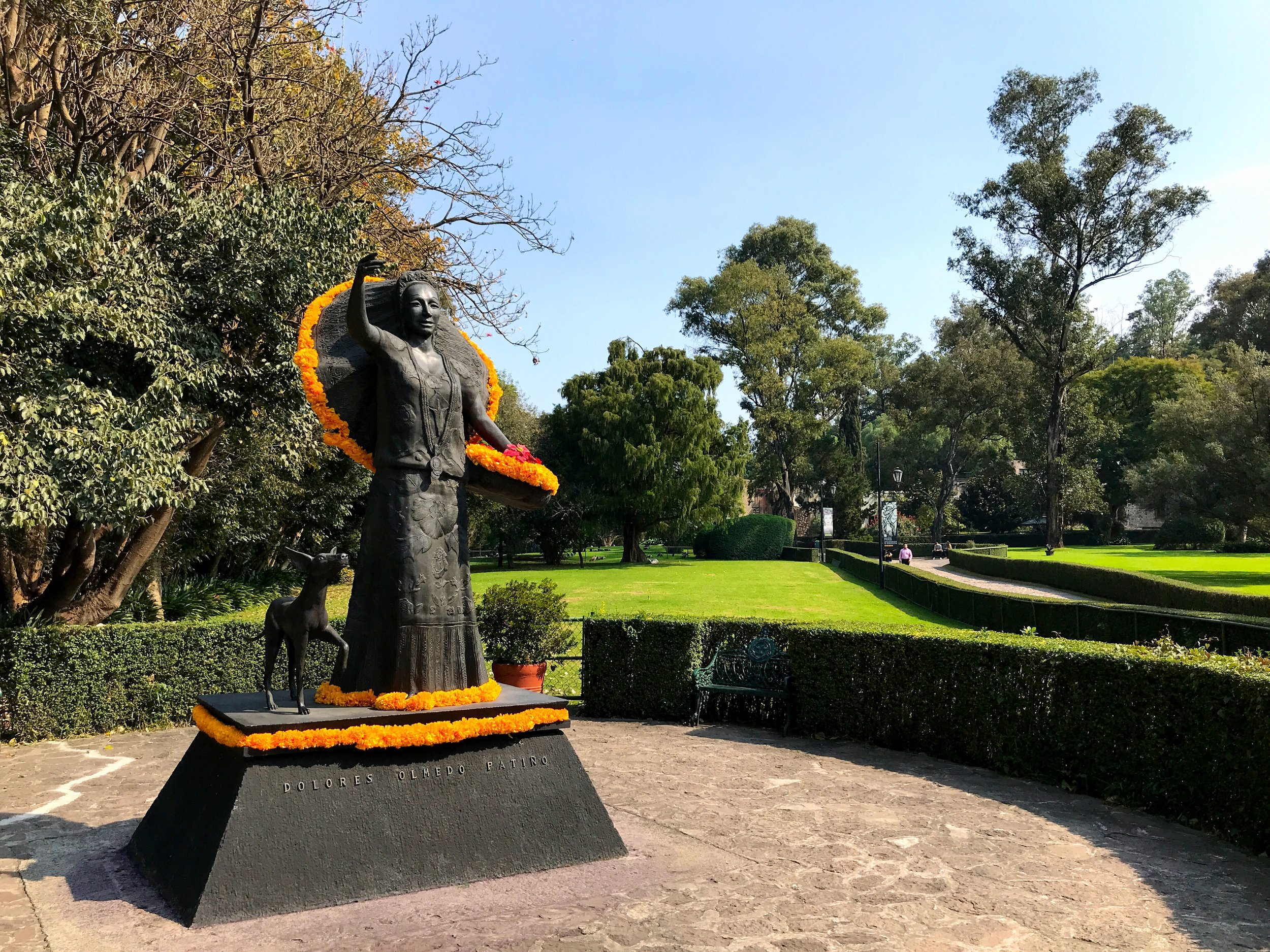 A statue of Doña Lola, patroness of the arts, with one of her beloved Xolo dogs