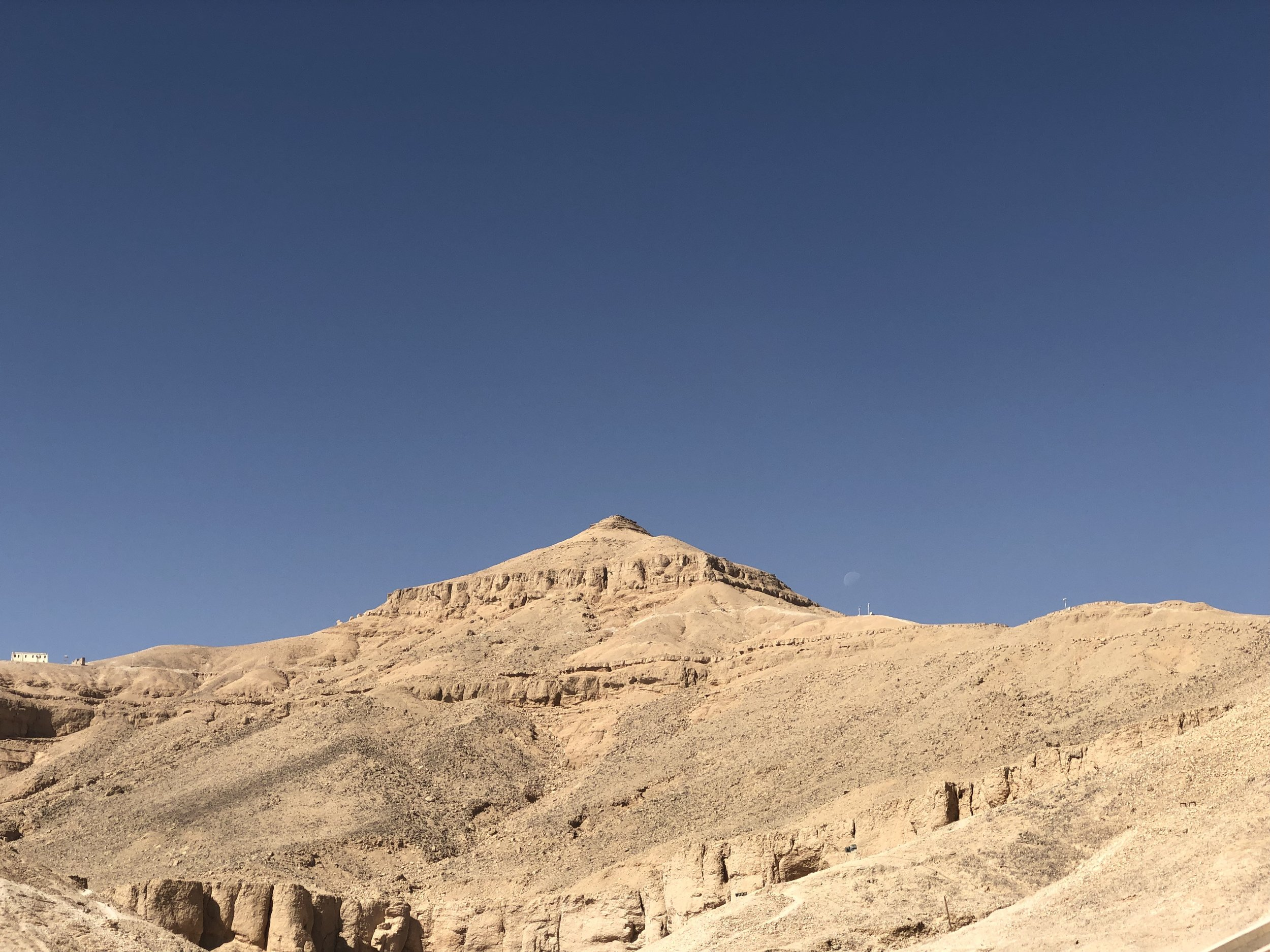 The site was chosen in part because its tip, the peak of El Qurn, resembled a pyramid
