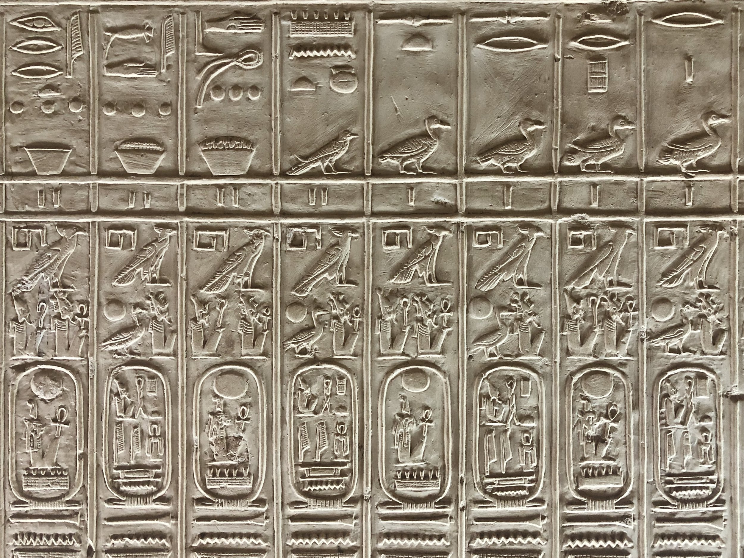 The Kings List depicts the cartouches of all the pharaohs, with some notable omissions, including Hatshepsut and Akhenaten