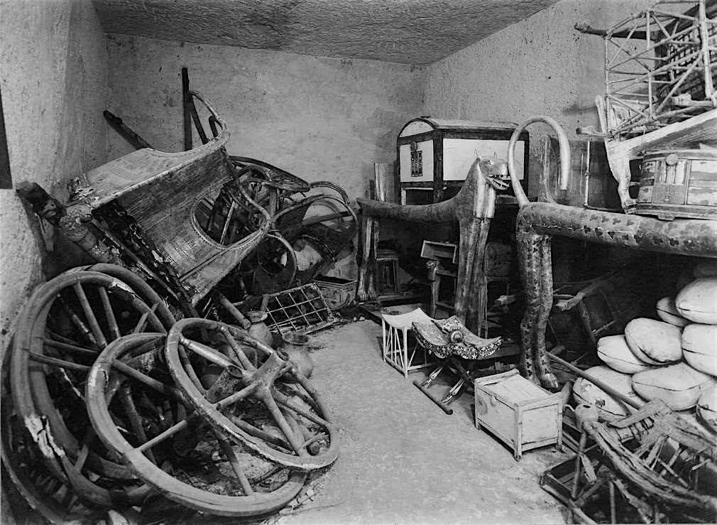 This is what King Tut's tomb looked like when Howard Carter discovered it in 1922