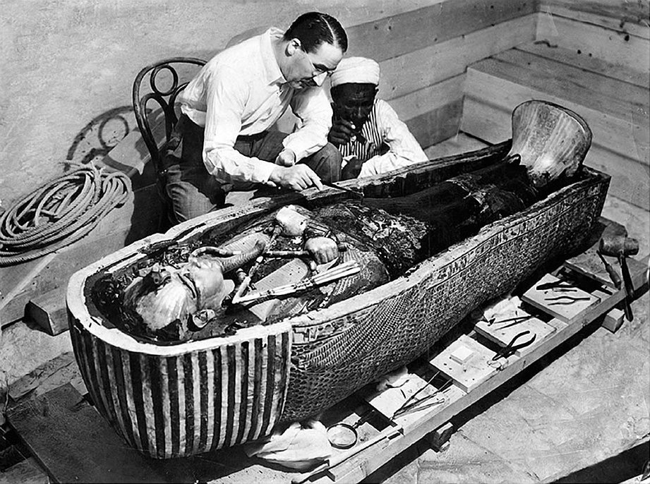 Carter and an assistant unveiled the remains of Tutankhamum