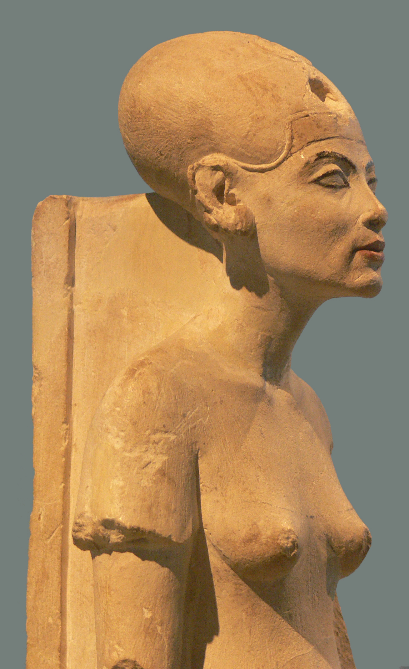 The famous funerary mask of King Tut seems to help prove that Nefertiti did indeed become pharaoh