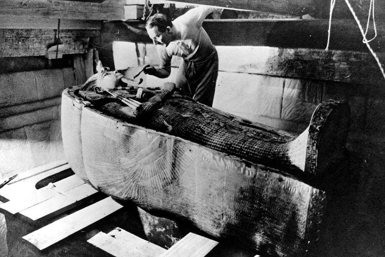 Carter examines King Tut's innermost sarcophagus