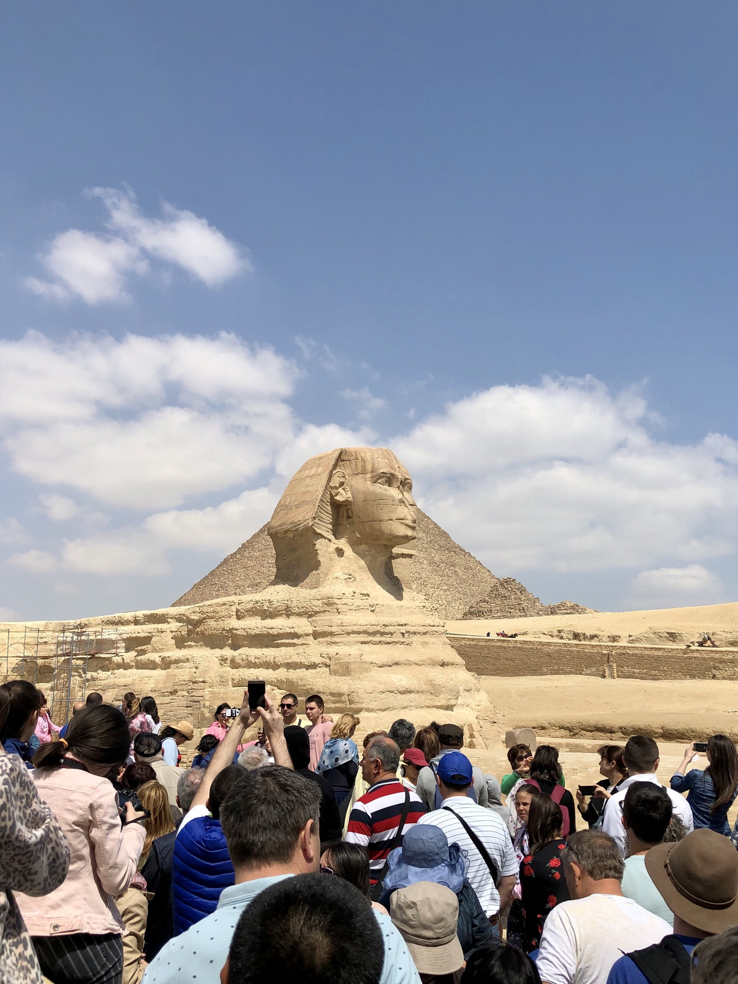 You can get a good shot of the Sphinx, but you'll have to fight your way through the crowd