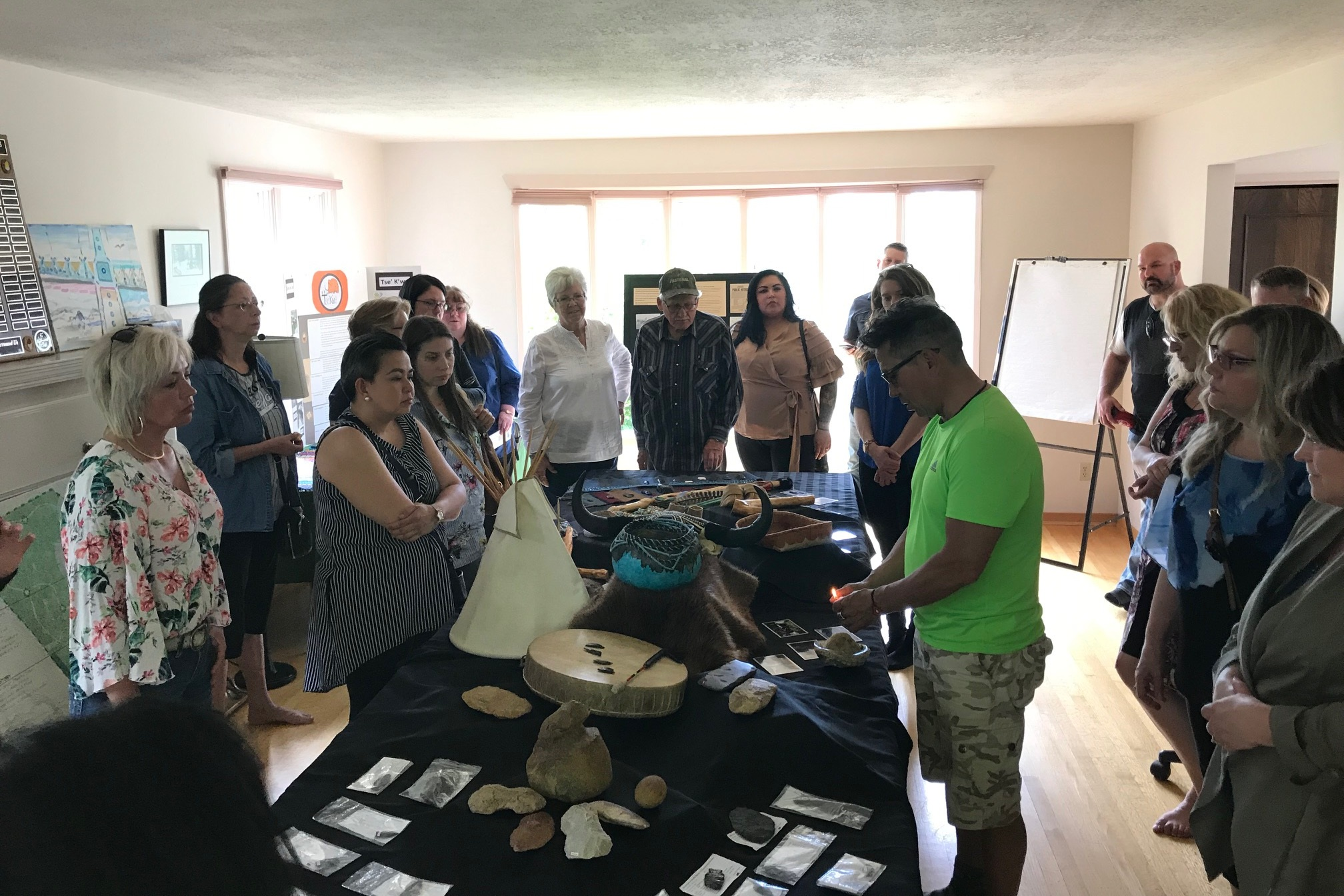Garry Oker of Doig River First Nation presenting artefacts at Tse'K'wa.