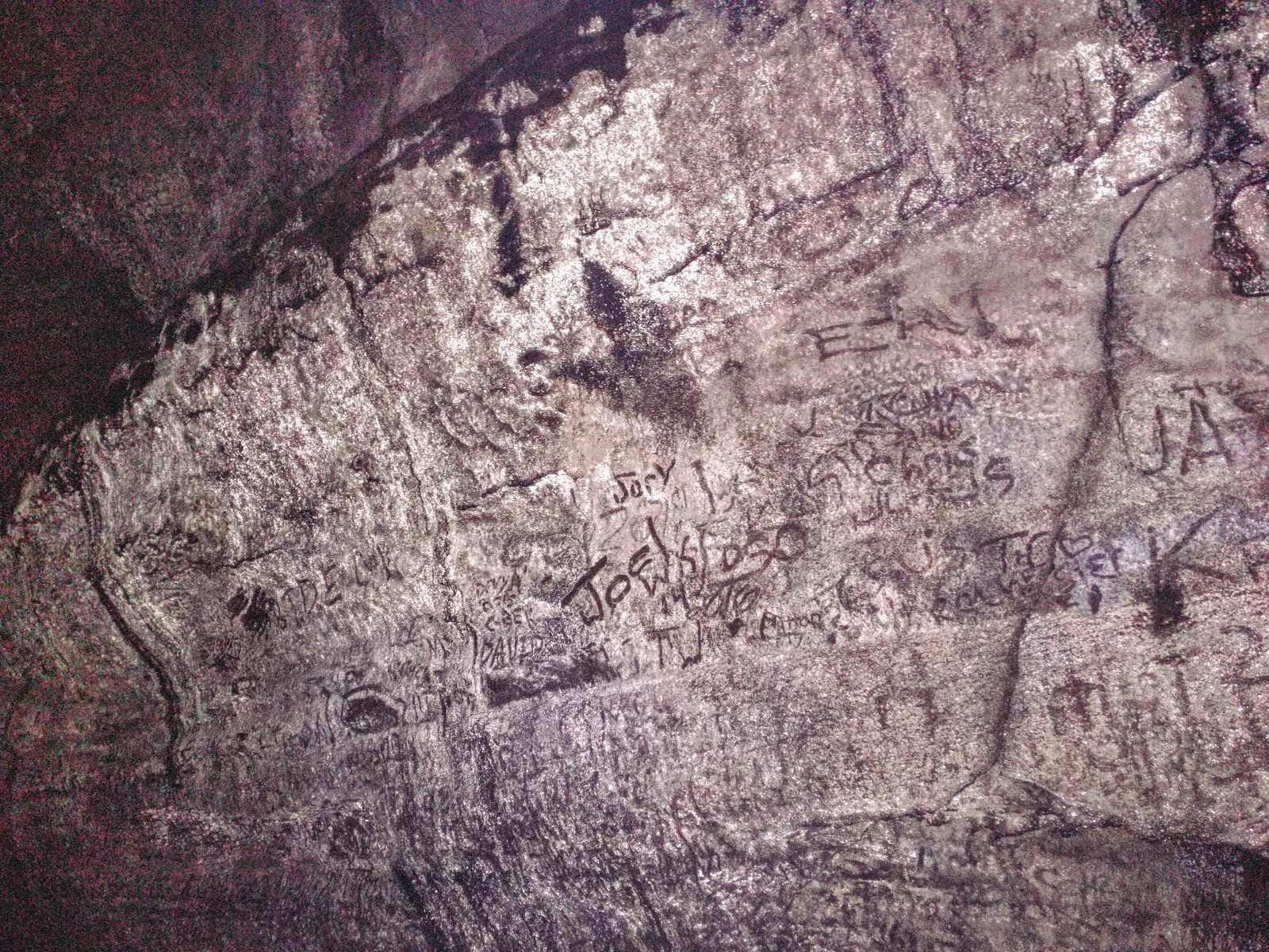 Walls of Ape Cave