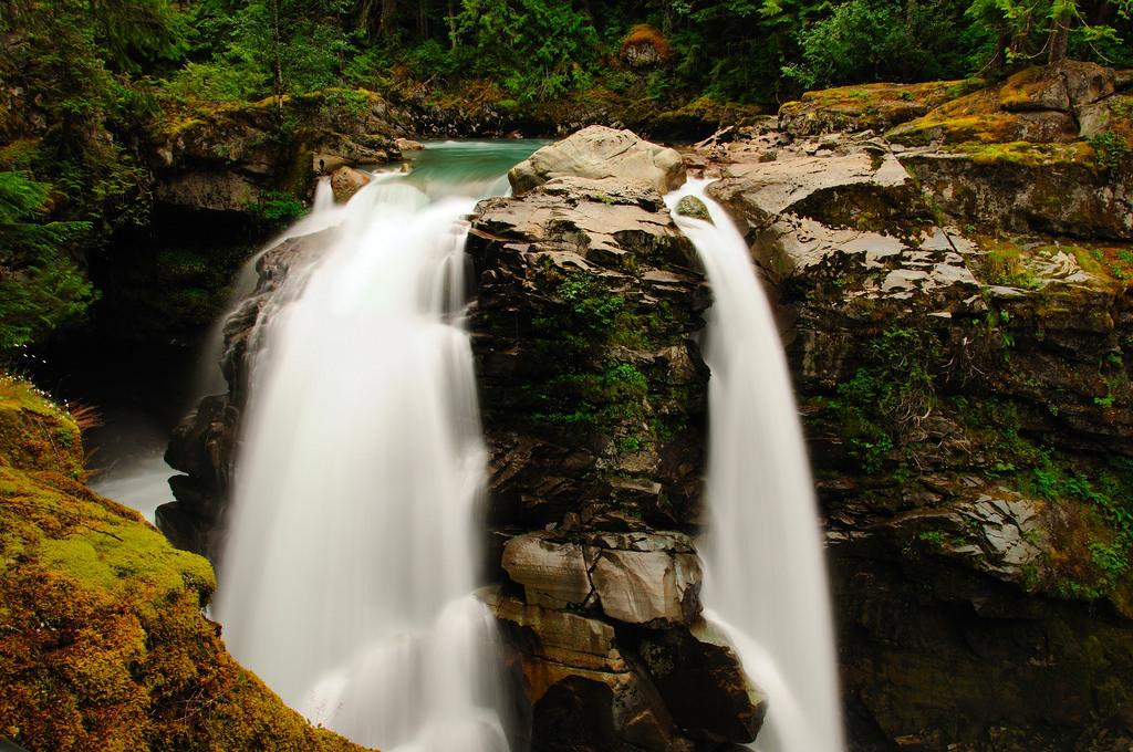 Nooksack Falls, Mount Baker. Photo credit:    Flickr/Vineesh Devasia