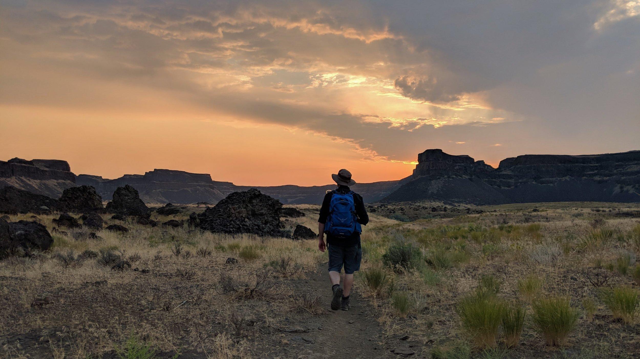 An early sunrise hike on Umatilla Rock Trail