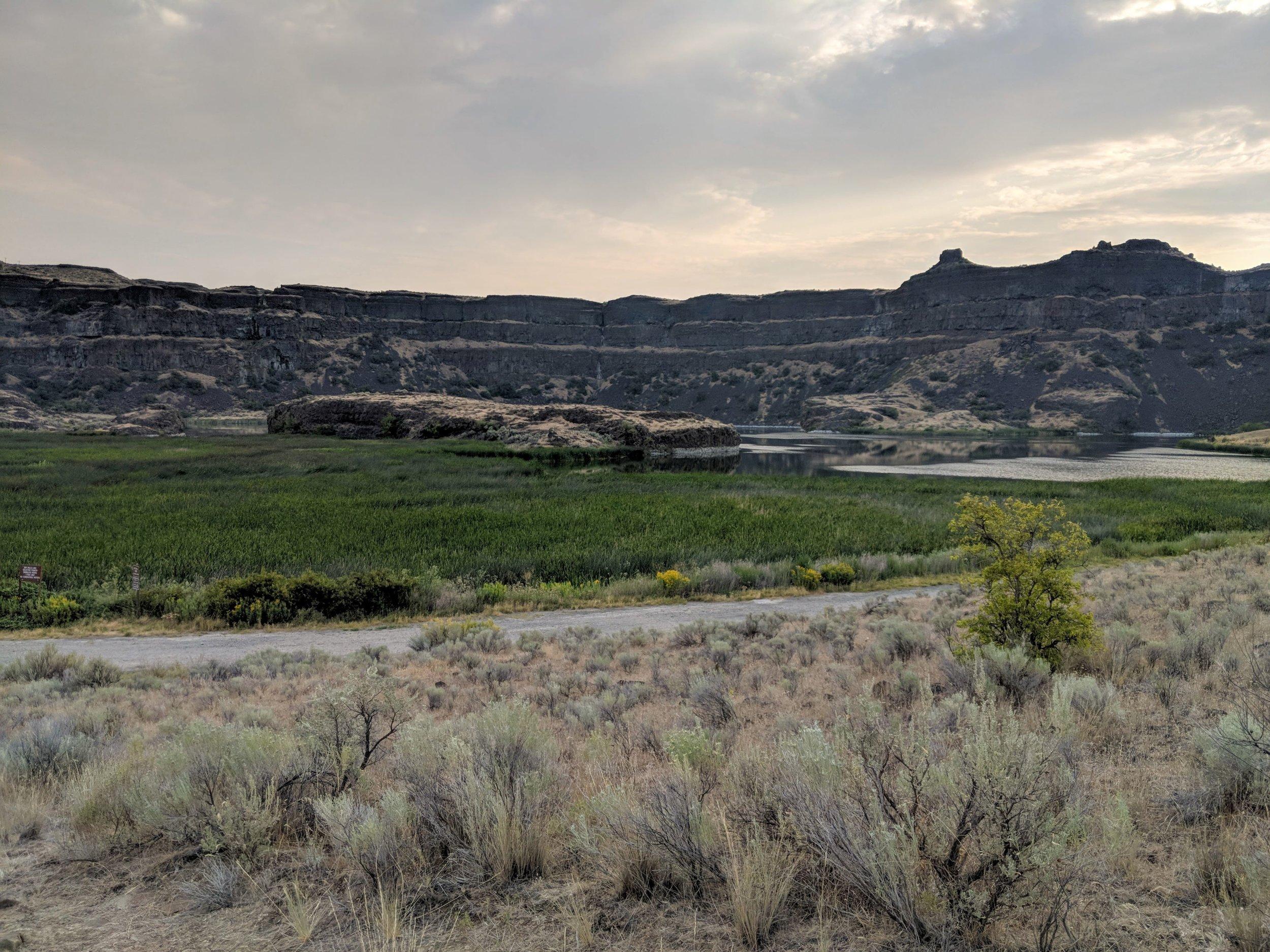 Dry Falls Lake and Dry Falls