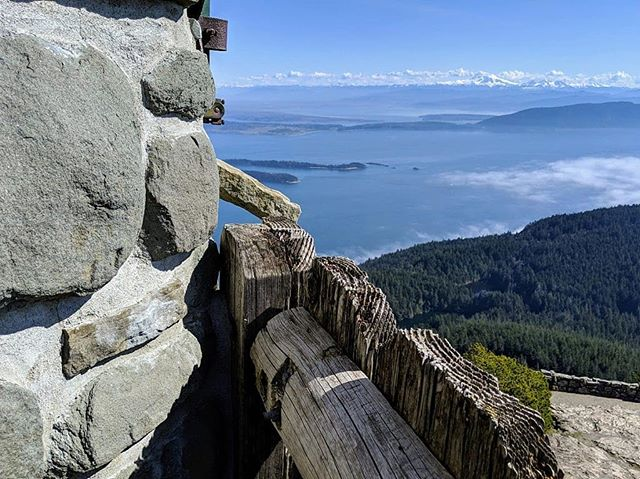 Atop Washington's tallest island peak is Ellsworth Storey's Tower. Hike the mountain then climb the tower stairs for beautiful views of the San Juan Islands, the Cascades, the Olympics, and more! 🌲 Link in bio! #pnw #sanjuanislands #orcasisland #moranstatepark #wastateparks #mtconstitution #hiking #borninthemountains #kuhl #mountains