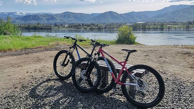 Grab your bikes and hit the Loop Trail in Wenatchee! 🚴 Link in profile. #wenatchee #biking #outdoors #wanderwashington