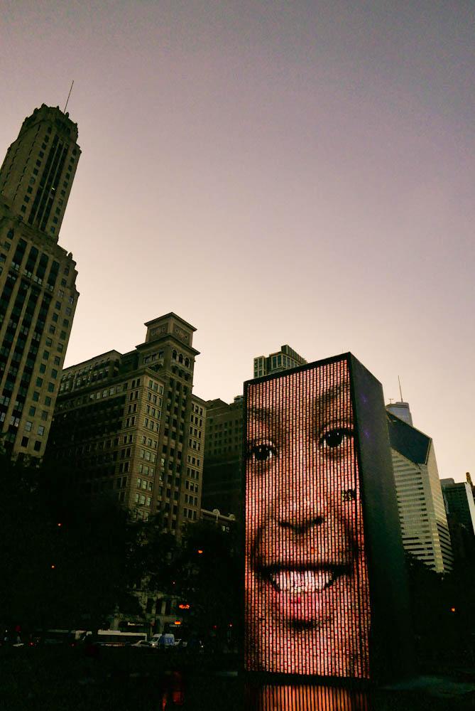 JOYSHA_SHOOTS_CHICAGO_CROWN_FOUNTAIN_01.jpg