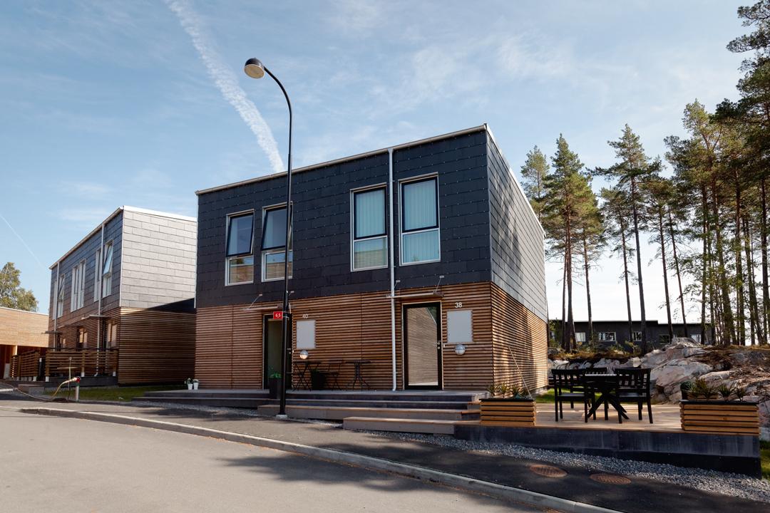 Radhus i dansk design med tillhörande carport.