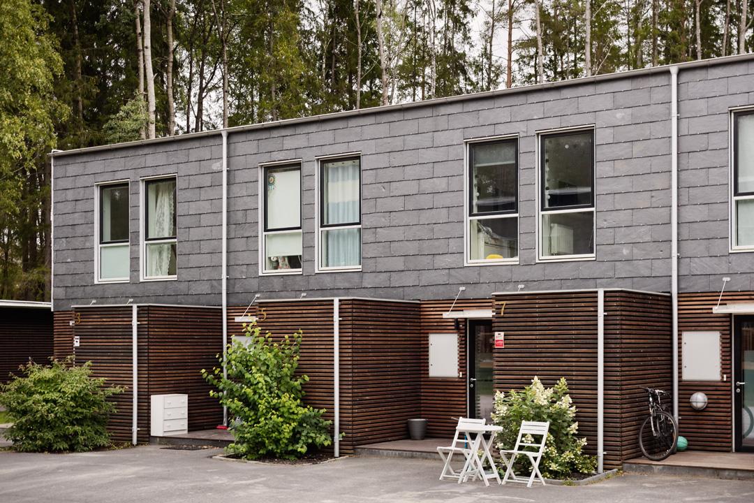 Radhus i dansk design med tillhörande Förråd.