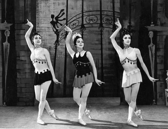 Danses Concertantes (1955), Annette Page, Marion Lane and Sara Neil. Photo: Denis de Marney. Image © Victoria & Albert Museum (www.vam.ac.uk)