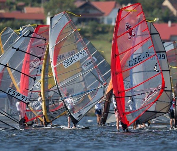 raceboard-windsurfing