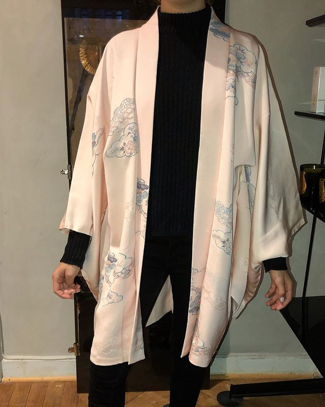 Another beautiful vintage kimono from Japan. Nice to match with black jeans and add a belt to it. 2300 SEK, we ship worldwide. www.ballroomblitzz.com