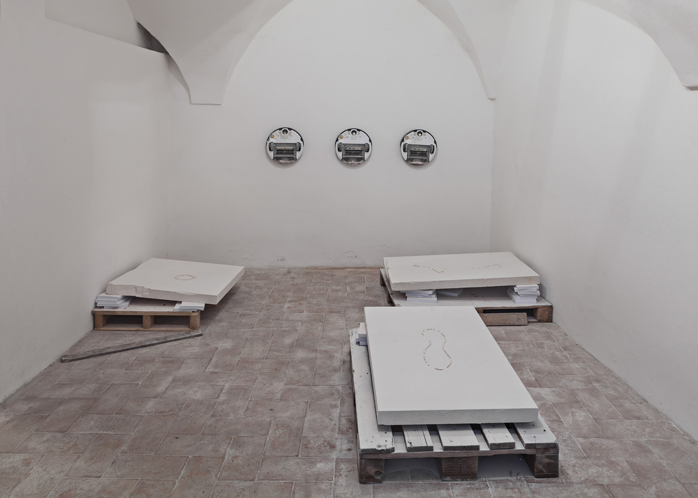 Pearl Harbour (be.Pearl) , Délia Sheehy, and Hélène Thensiau, 2015 (pallets, stone slabs, and processed pearls), Galleria Continua,  San Gimignano / Beijing / Les Moulins / Habana. Photo by: Ela Bialkowska.