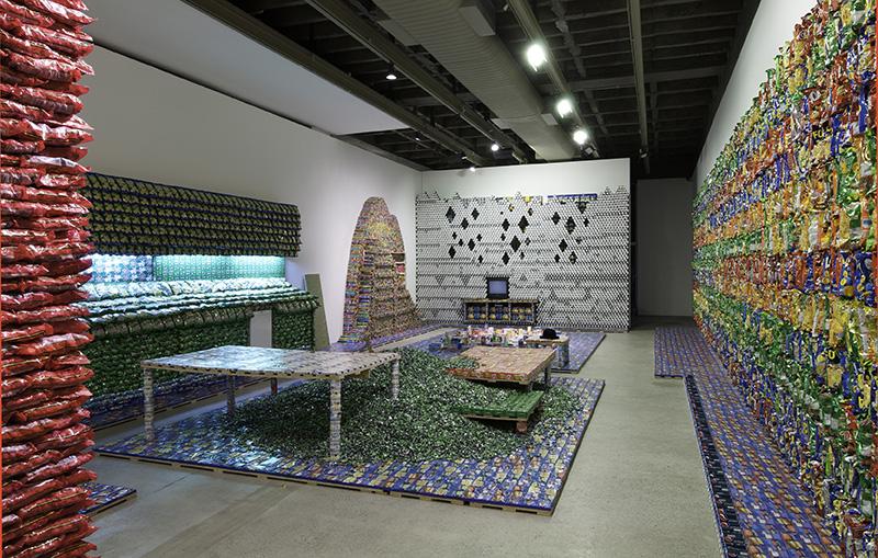 O Castelo/Le Château, Various Artists, Galeria Luisa Strina, Sao Paulo, 2012, photo by Edouard Fraipont.
