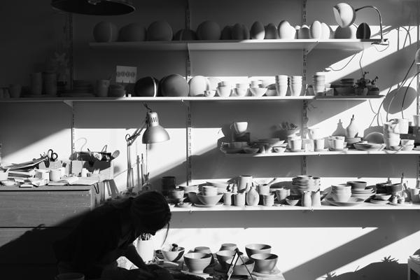 Photo Marjon Hoogervorst . Ceramist Annemieke Boots