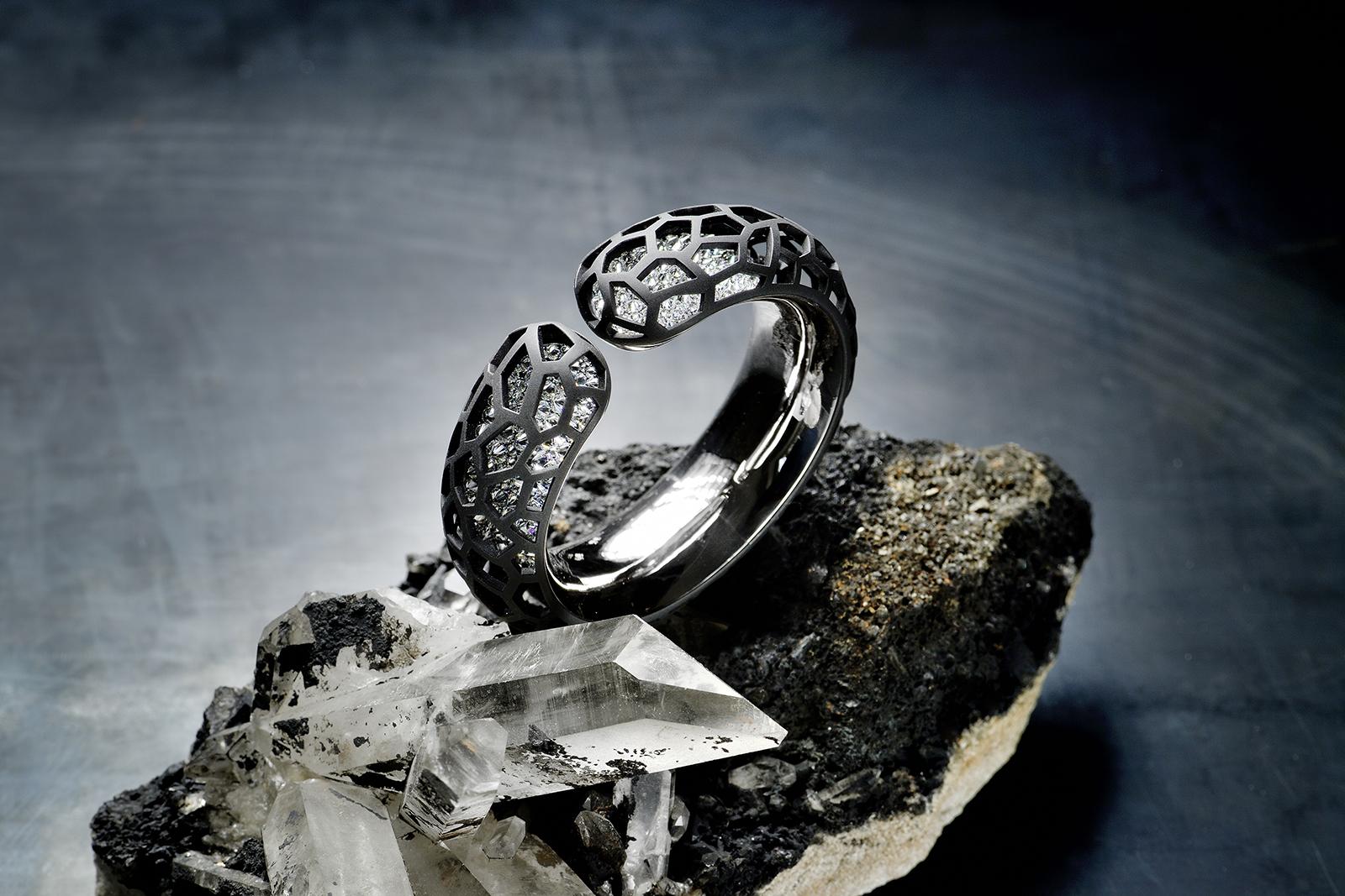 Hemmerle-bangle_-diamonds_-iron_-silver_-white-gold-_1_.jpg