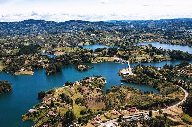 In the 1970s, the area of Guatapé was flooded to create a a hydroelectric dam...and now we have this 🙌🏻