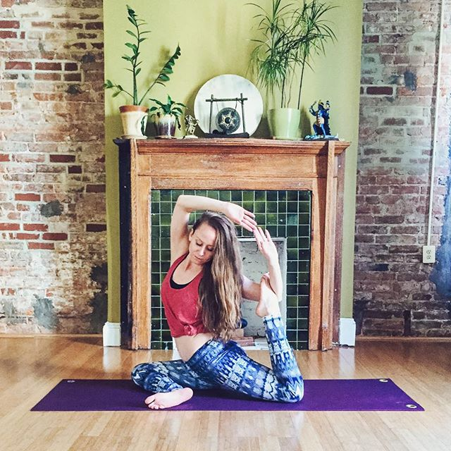 """1-11-18 - 100 days of yoga! ✔️ This past fall I was feeling misaligned, so I started walking to yoga. On the way I listened to a podcast that inspired me to do it for 21 days to make a habit. At 21 days I decided to go to 66 days to """"create a new brain groove"""". At 66 days I decided to go 100, and somewhere in between it just became a part of my lifestyle. I've practiced Vinyasa, Hatha, Power, Yin, Dharma, Kundalini, Yoga Nidra, and my own flow, from the beaches of LA to studios and breweries along the East Coast to my own mat wherever I am. I don't know if I'll ever feel 100% aligned in life but yoga is now a core part of my foundation for trying. Namaste ✨🙏🏻✨"""