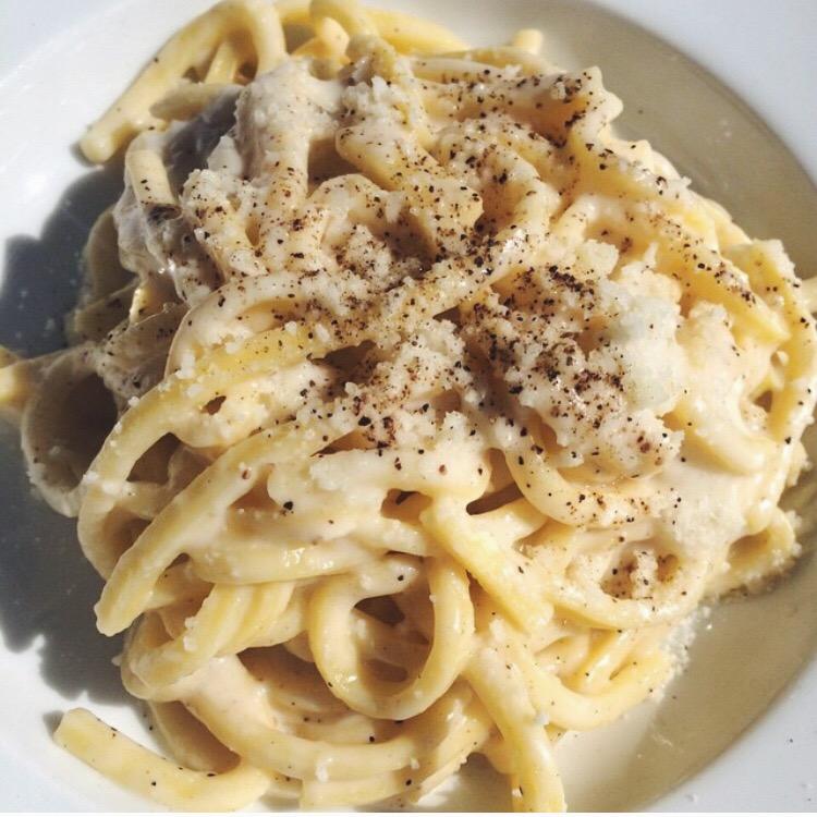 Roman Food. What to Eat in Rome. Cacio e pepe pasta