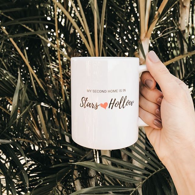 Happy Monday!! I hope your day has been full of coffee and productivity! ☕️ Any day of the week is what we make of it so let's make today great!! Can you tell I've had a few cups today? 🙈  I've got my mug because I'm feeling a #gilmoregirls marathon coming on!! If you want one too link is in my bio!