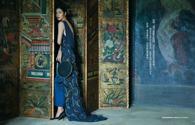 Liu-Wen-Harpers-Bazaar-China-December-2015-Editorial09.jpg