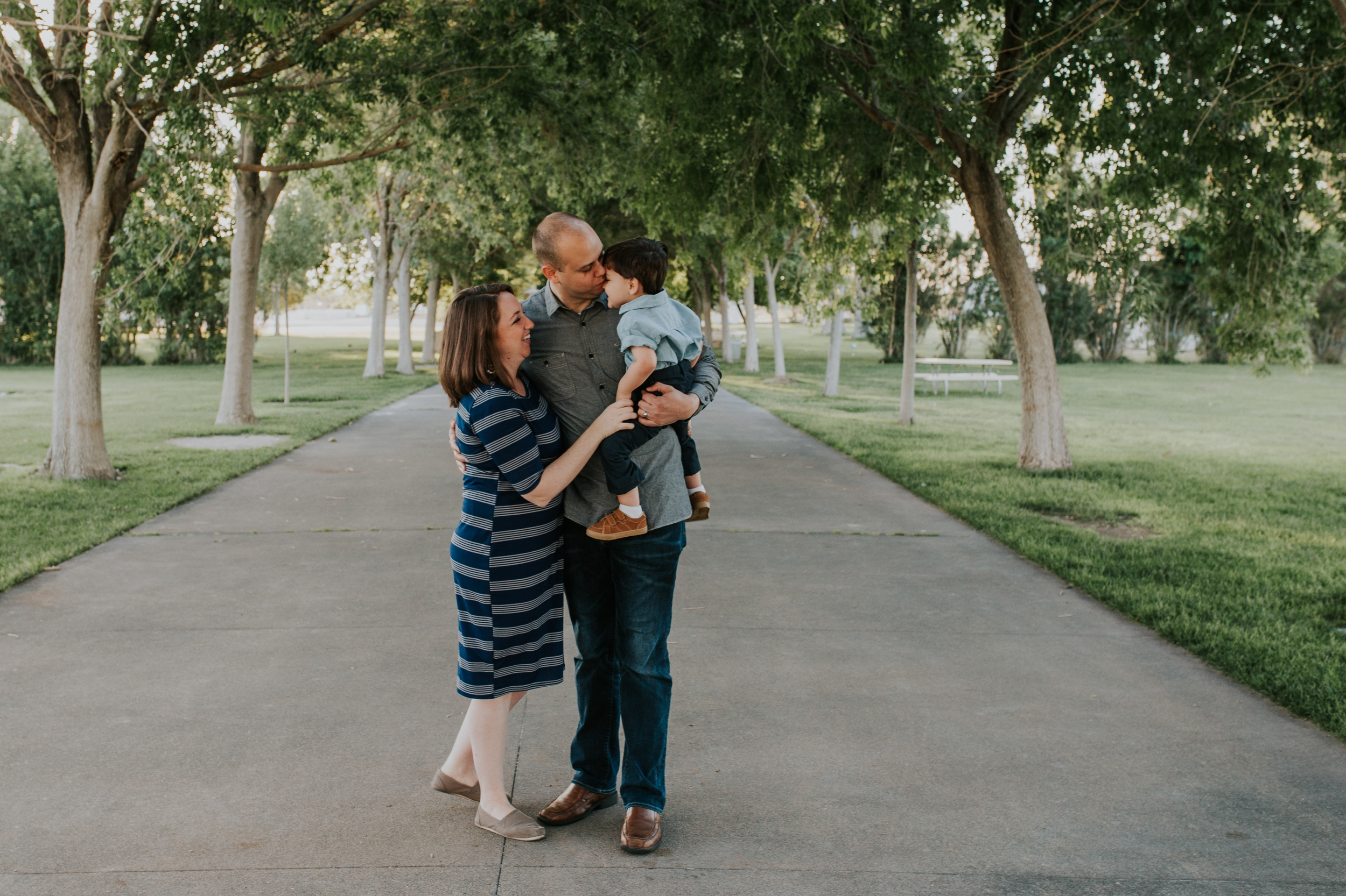 Las Vegas - Family Pictures - Floyd Lamb Park - Kamra Fuller Photography - Lifestyle Family Session - What to wear for family pictures - Extended Family Pictures - Family - Grandparents - Parents - Grandchildren - In Laws - Color Scheme - Navy and Tan