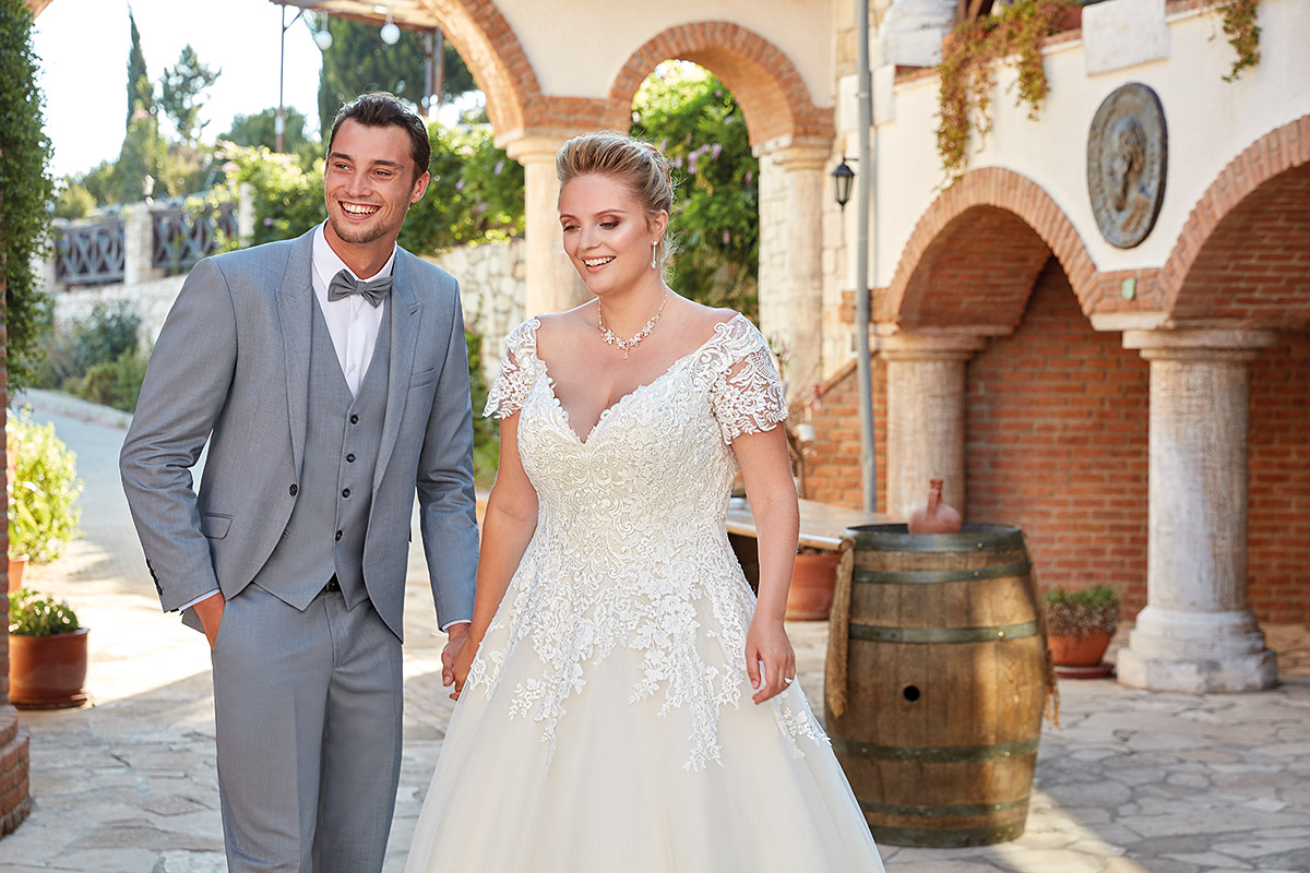 UR106 | Eddy K Bridal | Plus Size Wedding Dress