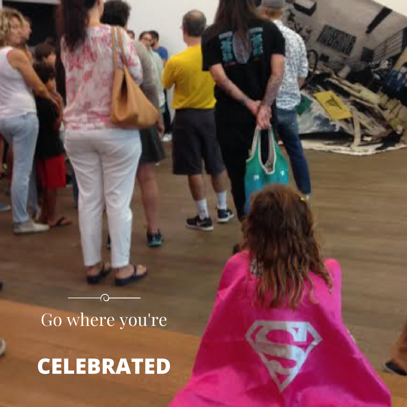 Check it out, this little girl was in public totally rockin' a cape at Miami's art museum (PAMM). How fab!! Love it!