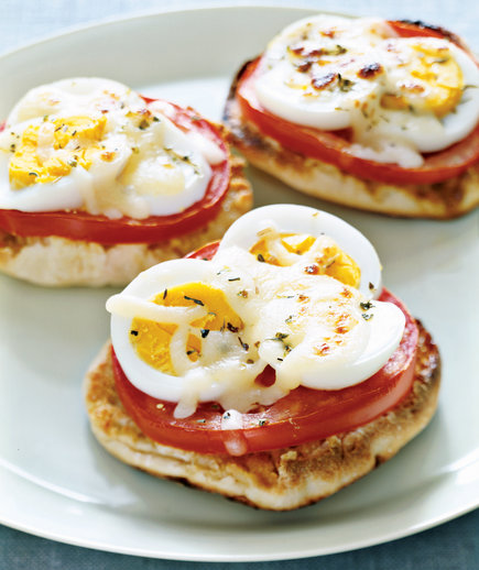 English-Muffin Egg Pizzas
