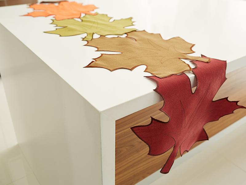 Harman: Harvest Leaf Green Table Runner