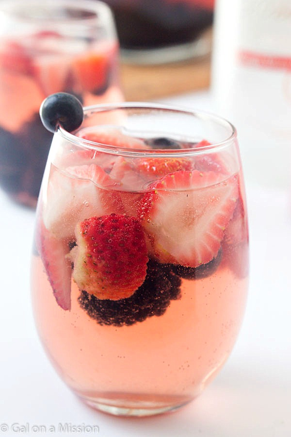 MIXED BERRY SANGRIA