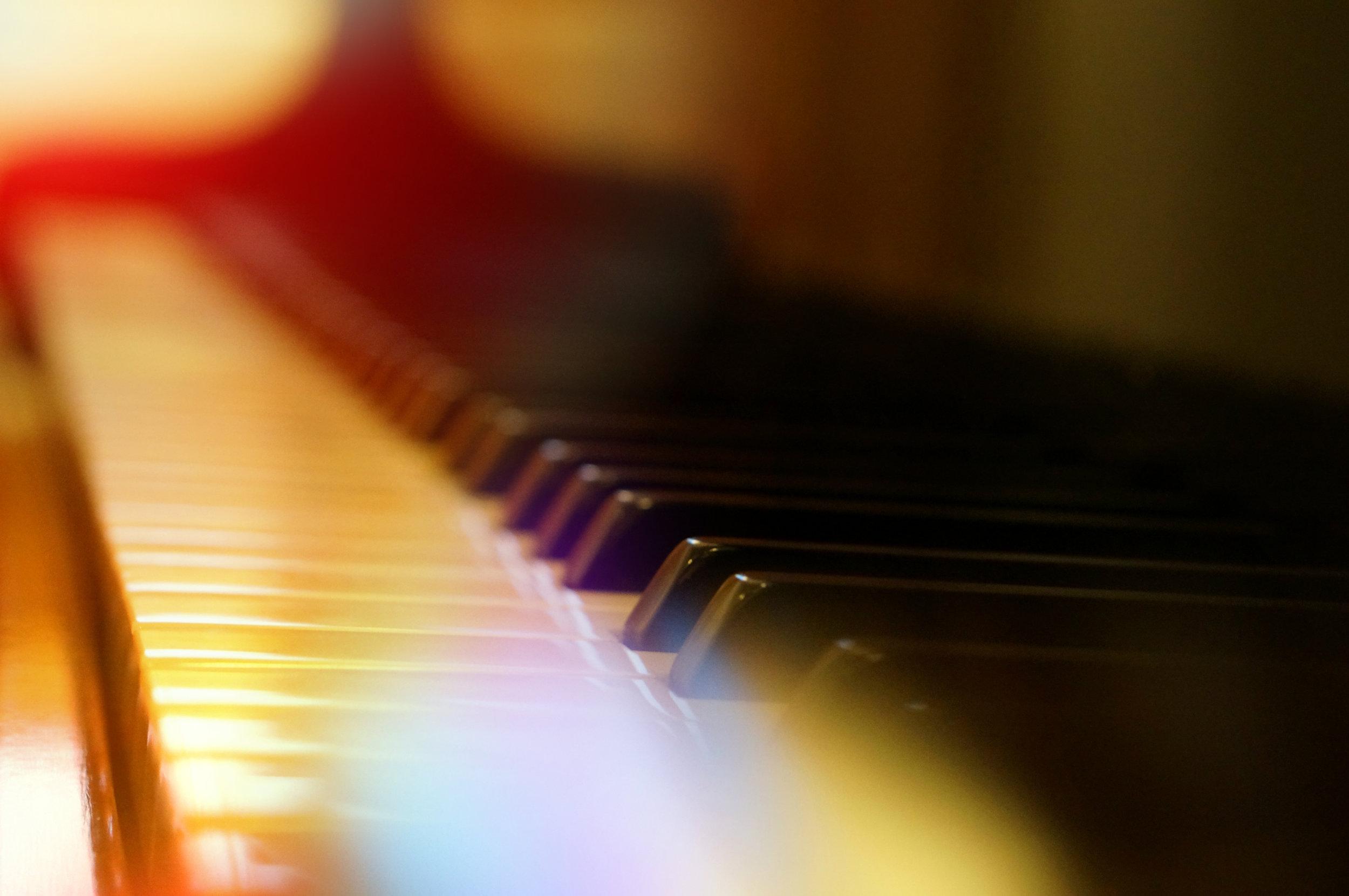 Clases de Piano - · Aprende a tocar el piano con nuestras clases para todas las edades y gustos musicales.· Clases individuales para que aprendas a tu propio ritmo.· 1/2 hora a la semana por sólo 55 euros al mes.· ¿Aún te lo estás pensando?