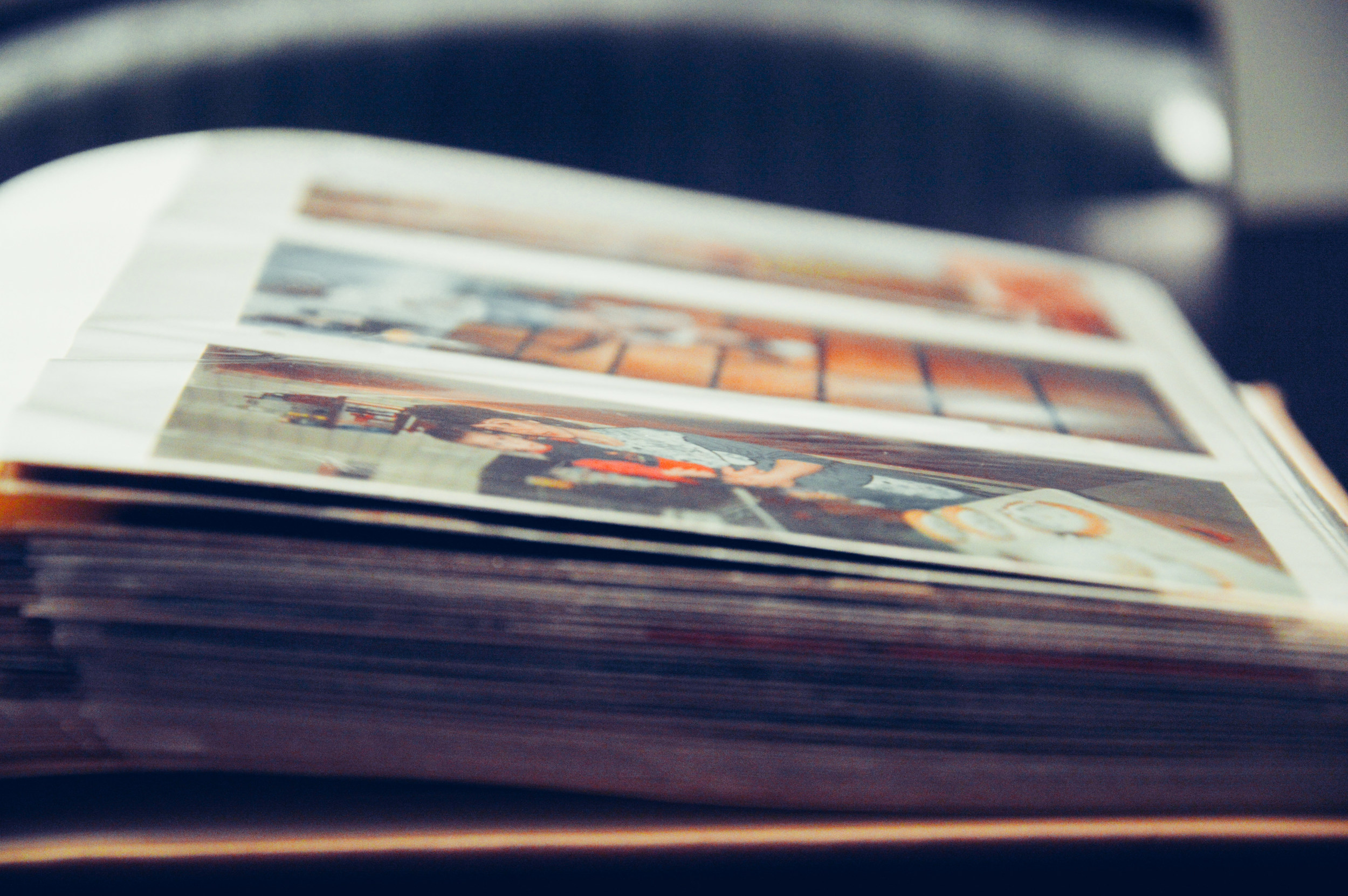 A magnetic or sticky photo album