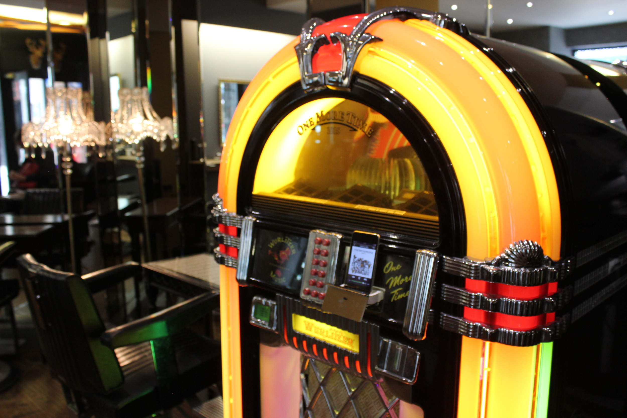 jukebox in kevin o'neill hair salon