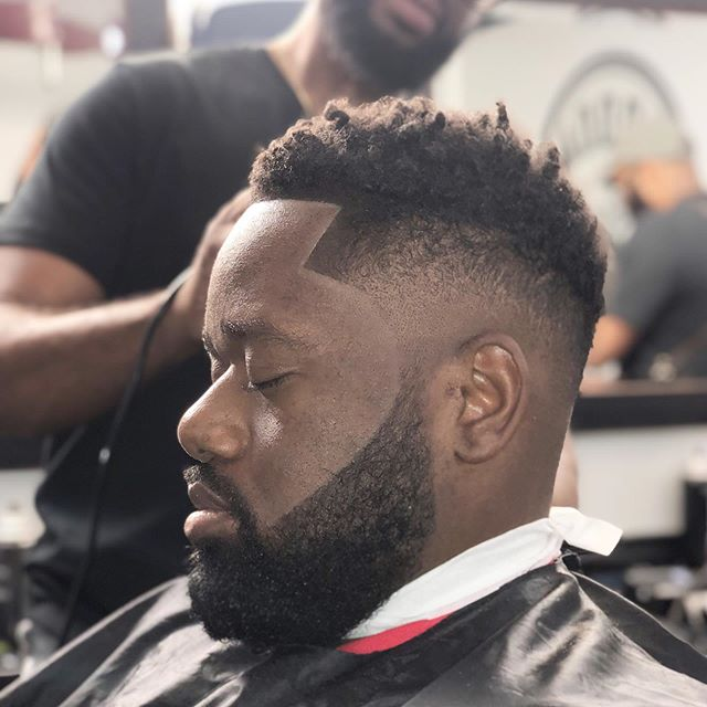 """Service you can count on""💈✂️✔️💯 ____________________________________________________________________________________________________ 💈✂Cut by: @jasonlwallace_entreprenuer -Groom Room Barbershop 
