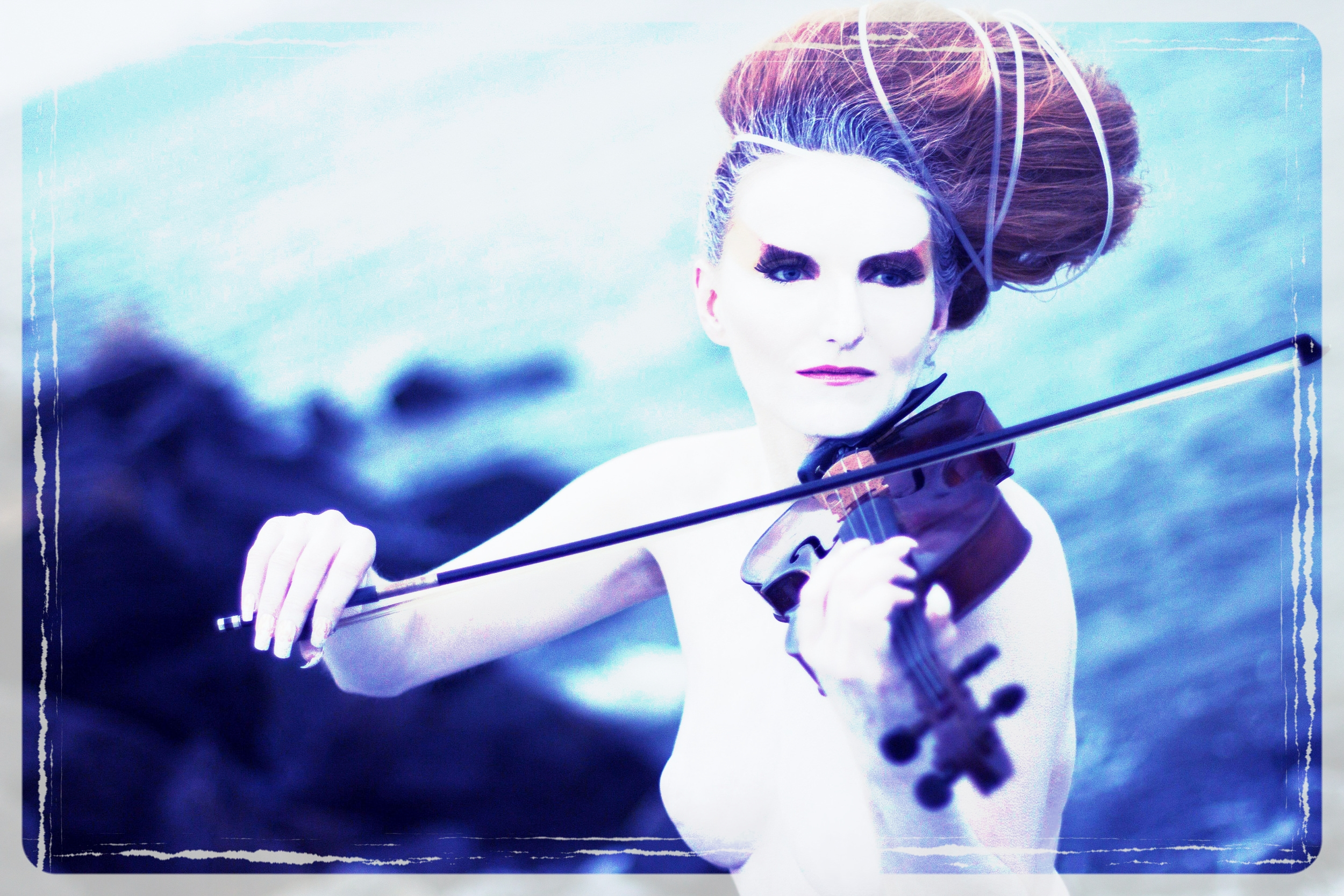 Violinist_Singer_Roswitha_aka_Queen_Rose_Destiny_2013_promo4.jpg