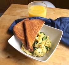 The Hungry Hutch, Kale & Egg Scramble