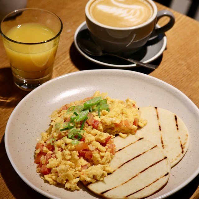 Start the day right with our breakfast special - Colombian Eggs Pericos with Arepa's & cheese 😍☕️ #breakfast #thecrofthousebrisbane #brisbaneeats #brisbanecbd #coffee @marvellstreet
