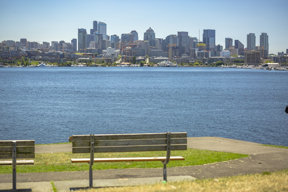 Park bench with Seattle skyline over the bay_000611_000614.JPG