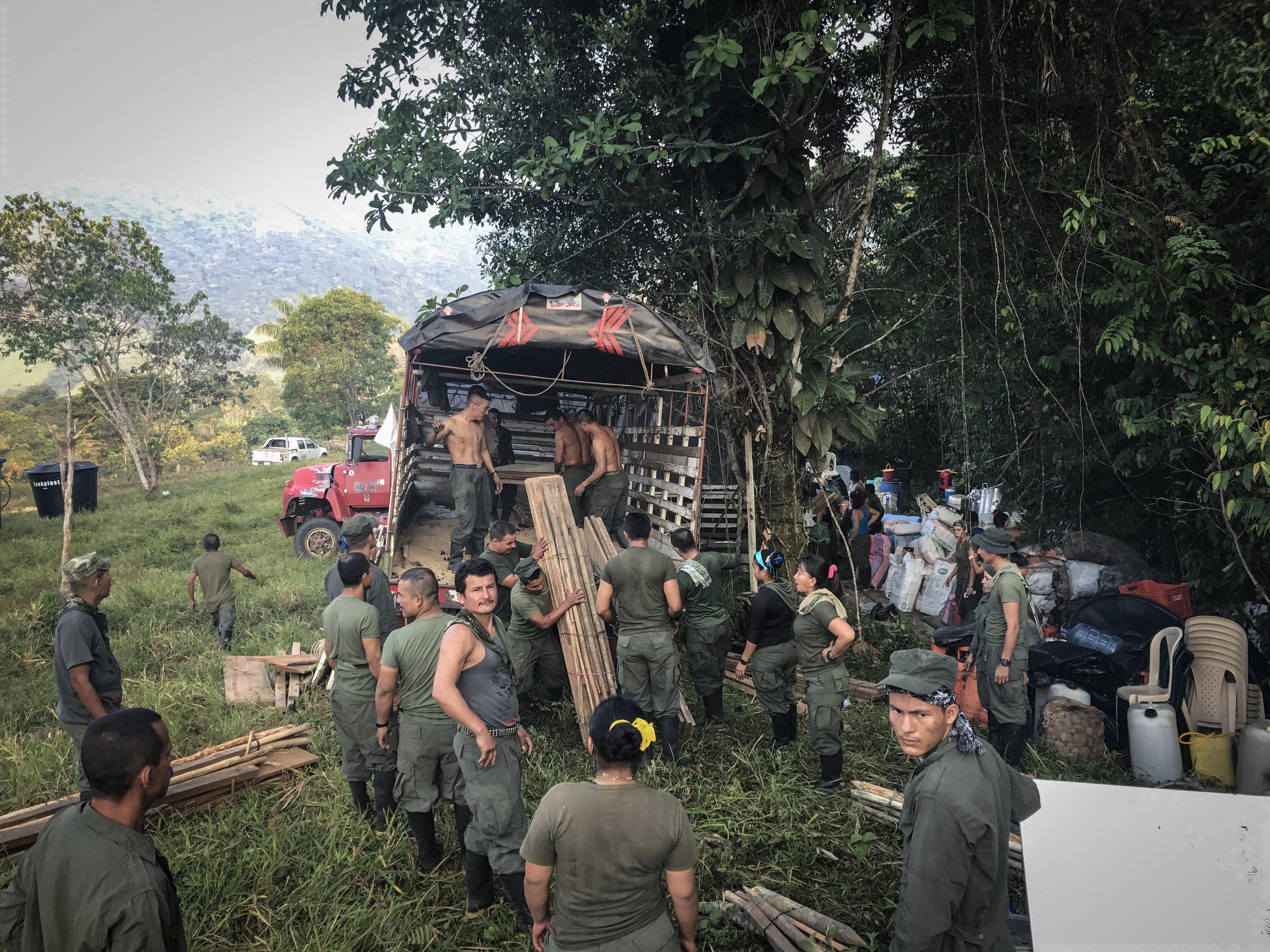 The guerrillero removal continues in Montañita.
