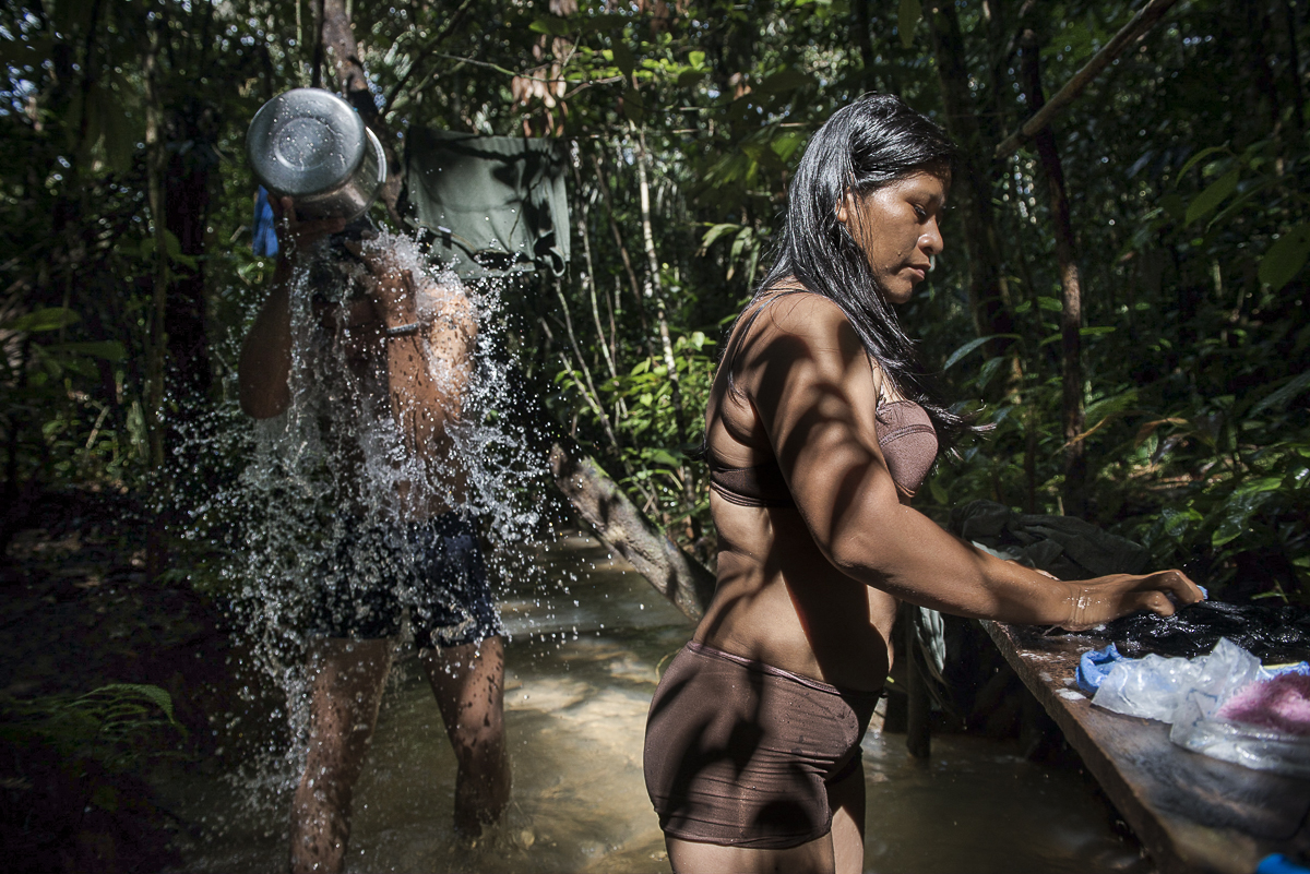 Generally, the group bathes every day in a river near the camp they should change every 3 days. They also take their drinking water in the river. (May 09, 2015, South Caquetá)
