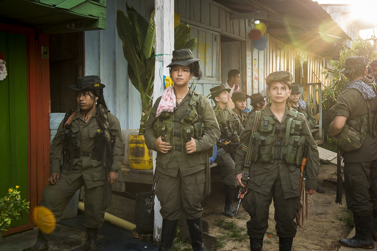 The guerrilleros are waiting in the village the arrive of the peace FARC delegation at the time of a meeting with the inhabitants. (January 25, 2016, Putumayo)